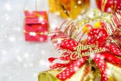 Weihnachtskasten und frohe Weihnachten der Glocken Stockfotografie