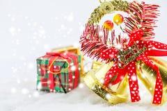 Weihnachtskasten und frohe Weihnachten der Glocken Stockfoto
