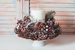Weihnachtskegelkerzenständer Stockfoto