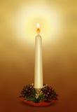 Weihnachtskerze mit Dekorationen Lizenzfreie Stockbilder