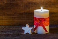 Weihnachtskerze mit Stern Stockbild