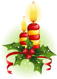 Weihnachtskerzen und -stechpalme Stockbild