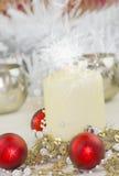 Weihnachtskerzenlicht und -flitter Lizenzfreie Stockbilder
