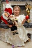 Weihnachtskind mit Weihnachtsmann stockfotografie