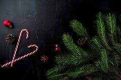 Weihnachtskonzept mit Dekorationen stockfotos