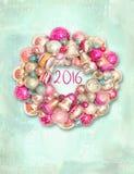 Weihnachtskranz, Dekor für neues Jahr Frohe Weihnacht-Kartenkranz mit bunten Bällen und Glocken Gelbe und rote Farben Lizenzfreie Stockbilder