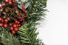 Weihnachtskranz links mit Copyspace Stockfotos