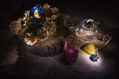 Weihnachtskranz mit einer Glocke und einem Herzen stockfotografie