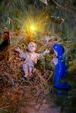 Weihnachtskrippe mit Baby Jesus Creche stockfotos