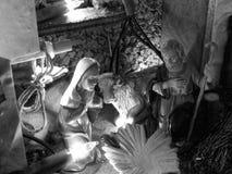 Weihnachtskrippe mit Figürchen einschließlich Joseph und Mary Schwarzweiss-Foto Pekings, China Lizenzfreies Stockbild