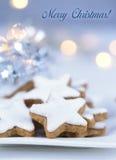 Weihnachtskuchen, Sternform mit weißer Glasur Lizenzfreie Stockfotos