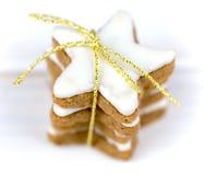 Weihnachtskuchen, Sternform mit weißer Glasur Lizenzfreie Stockbilder