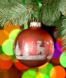 Weihnachtskugel auf Baum Lizenzfreie Stockfotografie