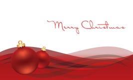 Weihnachtskugel auf grauem Hintergrund mit Schnee Lizenzfreie Stockfotos