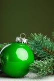 Weihnachtskugel mit Tannenbaum Lizenzfreies Stockfoto
