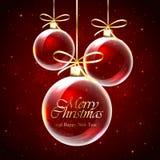 Weihnachtskugeln auf rotem Hintergrund Lizenzfreie Stockbilder