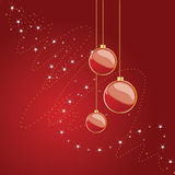 Weihnachtskugeln auf rotem Hintergrund Stockfotos