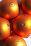 weihnachtskugeln för bolljultree royaltyfria bilder