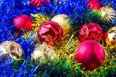 Weihnachtskugeln im Filterstreifen lizenzfreies stockbild