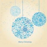 Weihnachtskugeln mit Schneeflocke Stockfotografie