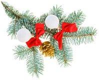 Weihnachtskugeln, Rotbögen und Kegel lizenzfreie stockbilder