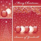 Weihnachtskugeln und -baum auf Rot Lizenzfreie Stockfotografie