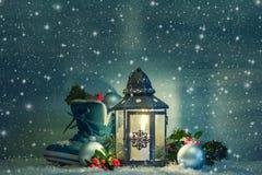 Weihnachtslaterne mit einem Schuh Lizenzfreie Stockbilder