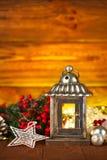 Weihnachtslaterne mit Tanne und Lametta Stockbilder