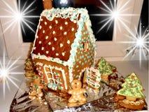 Weihnachtslebkuchenhaus stockfoto