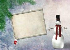 Weihnachtsleeres Feld mit einem Schneemann Stockbild