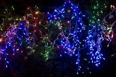 Weihnachtsleuchten und -dekoration Stockfotos