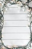 Weihnachtslichter auf hölzernem Hintergrund Lizenzfreies Stockbild