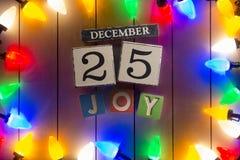 Weihnachtslichter auf hölzernem Hintergrund Stockbilder