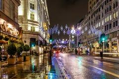 Weihnachtslichter auf London-Straße Lizenzfreie Stockfotos