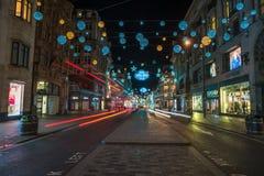 Weihnachtslichter auf Oxford-Straße, London Großbritannien Lizenzfreie Stockfotos