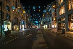 Weihnachtslichter auf Oxford-Straße, London Großbritannien Stockfoto