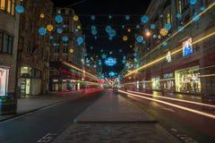 Weihnachtslichter auf Oxford-Straße, London Großbritannien Lizenzfreie Stockbilder