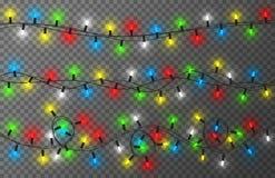 Weihnachtslichter auf transparentem Hintergrund Bunte, helle und glühende Weihnachtsgirlande Neues Jahr-Dekoration lizenzfreie abbildung