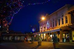 Weihnachtslichter in historischer Santa Fe Plaza, New Mexiko stockfotografie