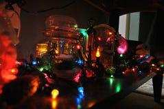 Weihnachtslichter und Dekor Lizenzfreies Stockfoto