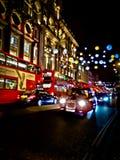 Weihnachtslichter und -verkehr an Oxford-Straße Lizenzfreie Stockfotos