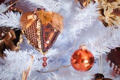Weihnachtslichtinnenraum mit Herzen Stockfotos