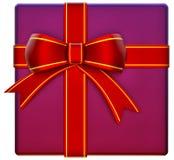 Weihnachtslila Geschenk mit rotem Farbband und Bogen Stockbild