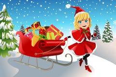 Weihnachtsmädchen, das Pferdeschlitten zieht Stockfoto