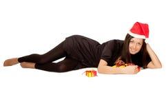 Weihnachtsmädchen mit Geschenken lizenzfreies stockfoto