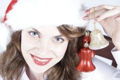 Weihnachtsmädchen mit Verzierungen Lizenzfreie Stockfotos