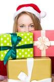 Weihnachtsmädchen mit vielen giftbox Lizenzfreie Stockfotos