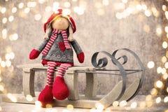 Weihnachtsmann auf einem Schlitten Noel-Gnomhintergrund Weihnachtssymbol lizenzfreie stockfotos