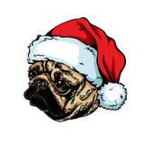 Weihnachtsmann auf einem Schlitten Züchten Sie den Hundpug, der einen roten Santa Claus-Hut trägt Lizenzfreies Stockbild