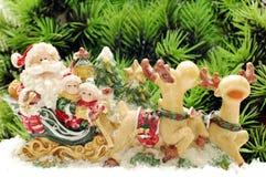 Weihnachtsmann auf Rotwild Stockfotos